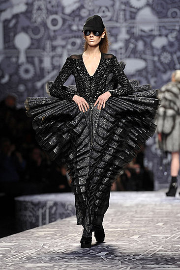 Paris-Fashion-Week-Viktor-Rolf-Fall-2010